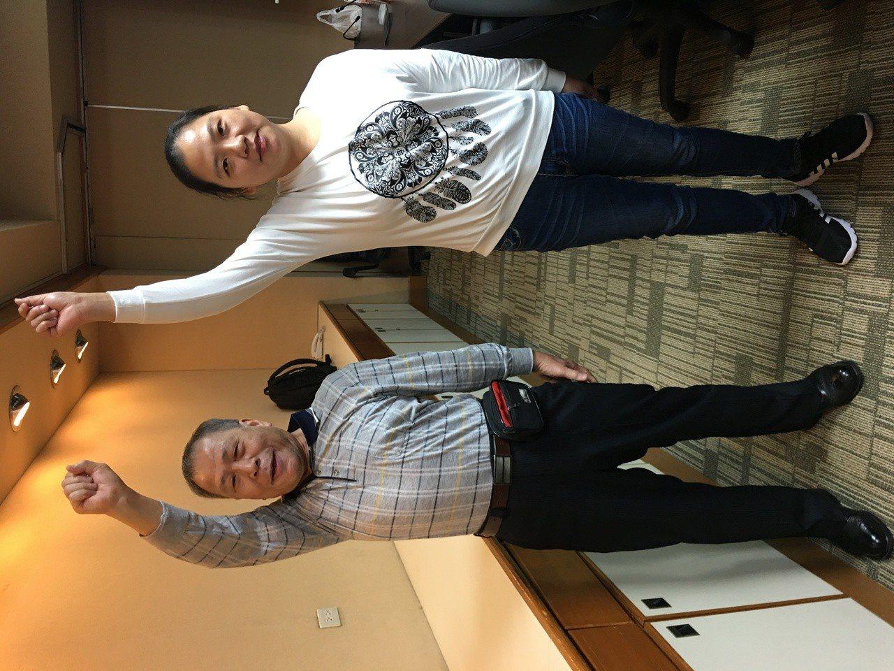 潘先生(左)和陳小姐(右)均因臂叢神經受損導致右手無法舉起,猶如武俠小說所述的「...