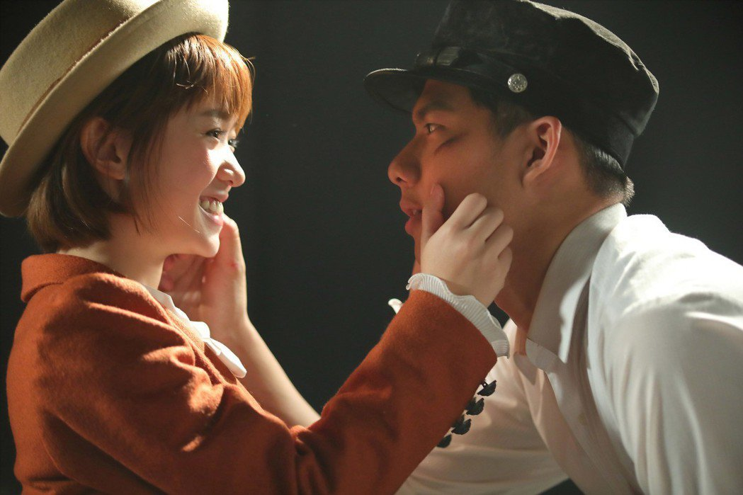 嚴正嵐(左)「告白」MV邀來吳念軒合作。圖/海蝶音樂提供