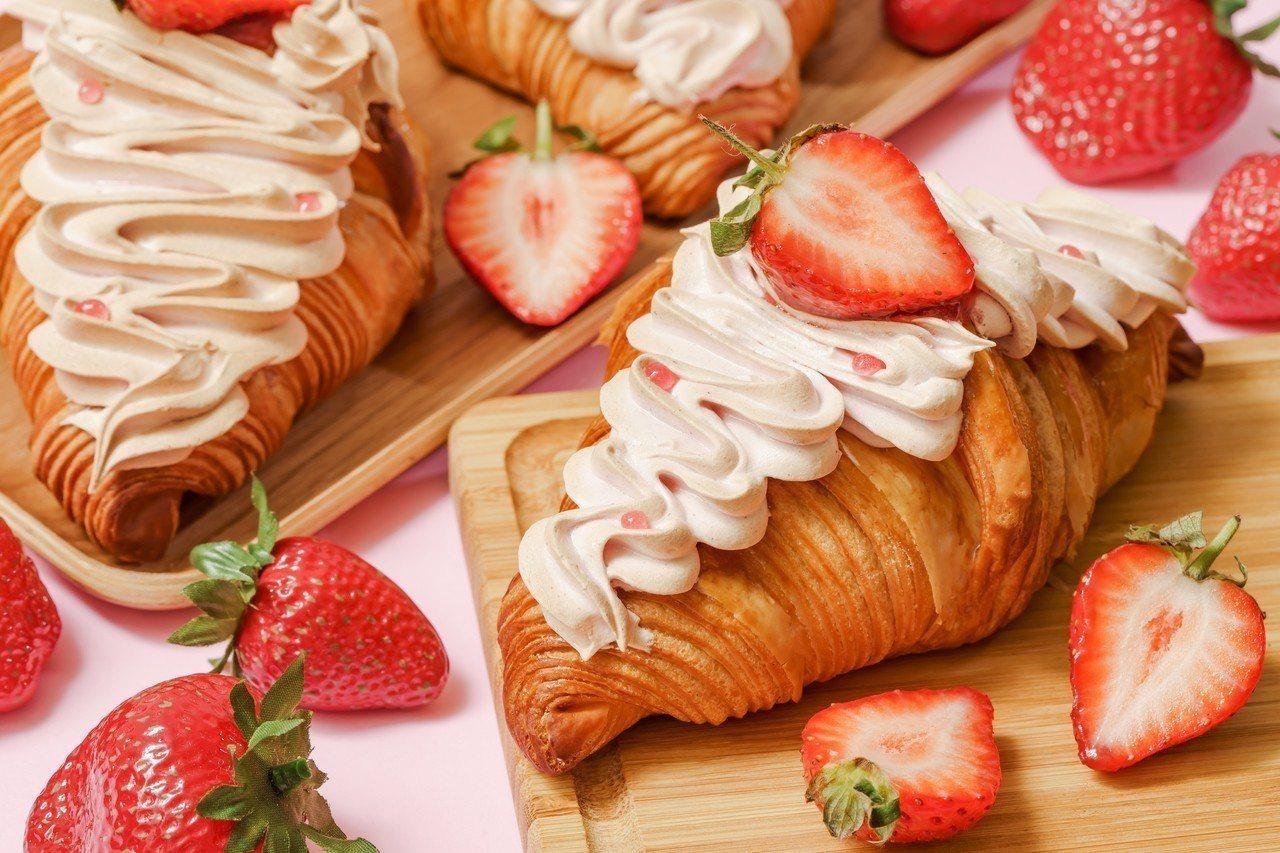 SOGO復興快閃店限定首發,草莓雲朵可頌每個售價85元,每日限量100個。圖/S...