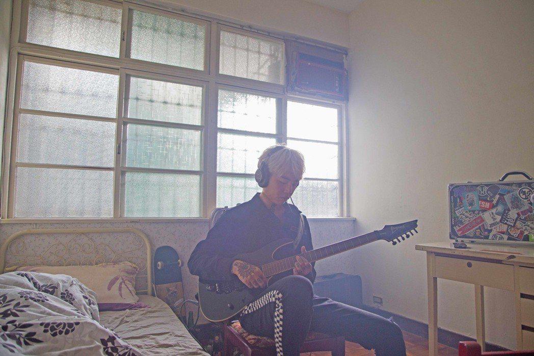 謝和弦新歌「Its You」與來自馬來西亞的創作歌手王艷薇合作。圖/華納音樂提供