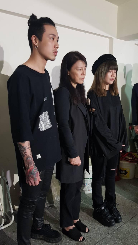 遺孀阿娥(中)和子女今出面受訪。記者林怡秀/攝影