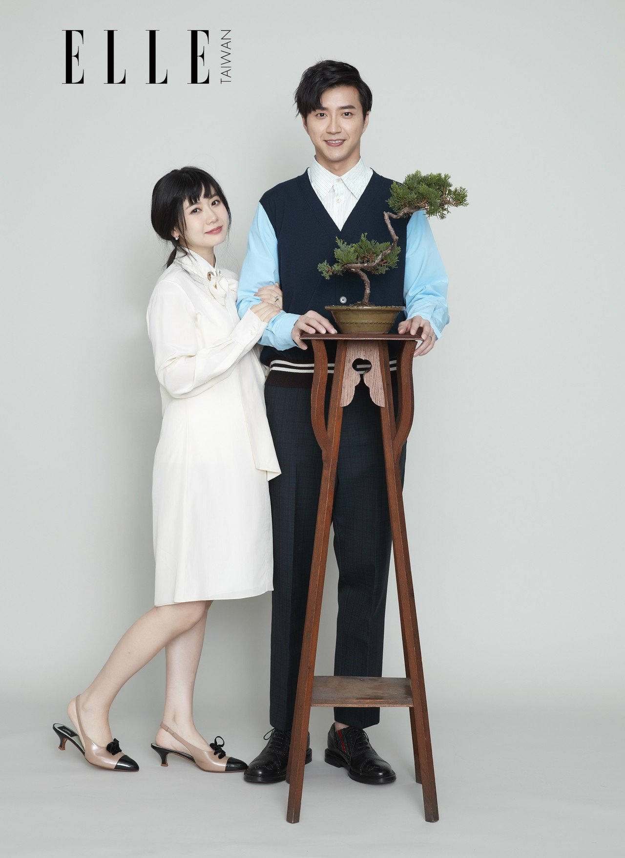 江宏傑(右)、福原愛替雜誌拍攝照片。圖/ELLE提供