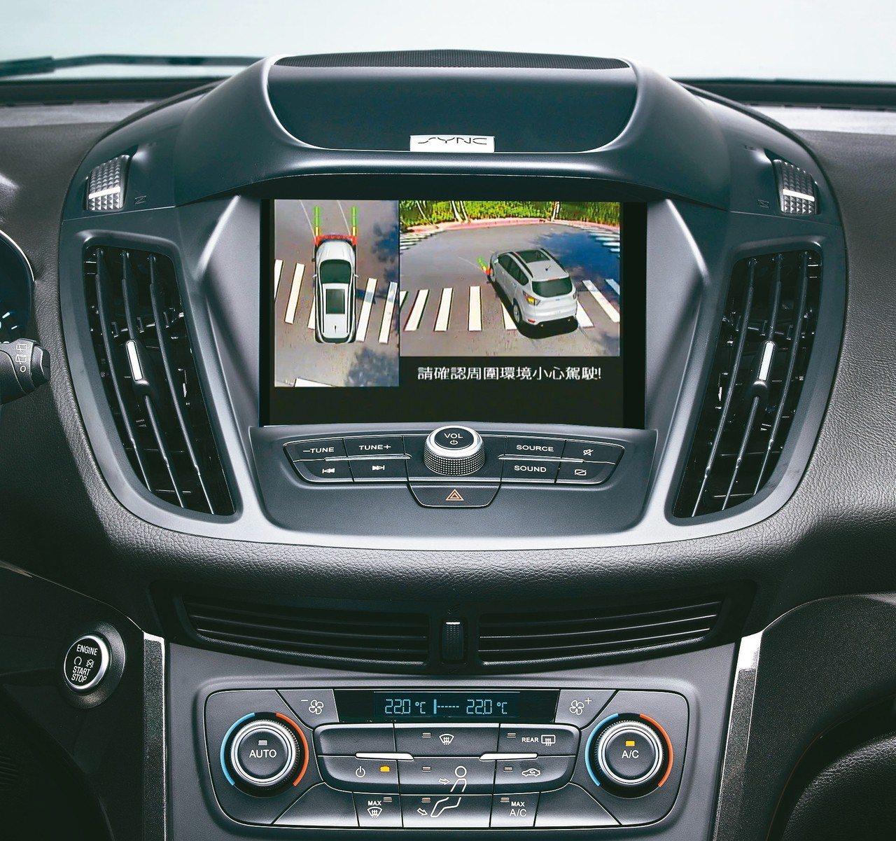 2019年式New Ford Kuga搭載360°環景影像行車輔助系統,提供全方...