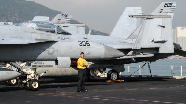 駐日美軍岩國基地所屬FA-18大黃蜂式戰鬥攻擊機與KC-130空中加油機,在日本...