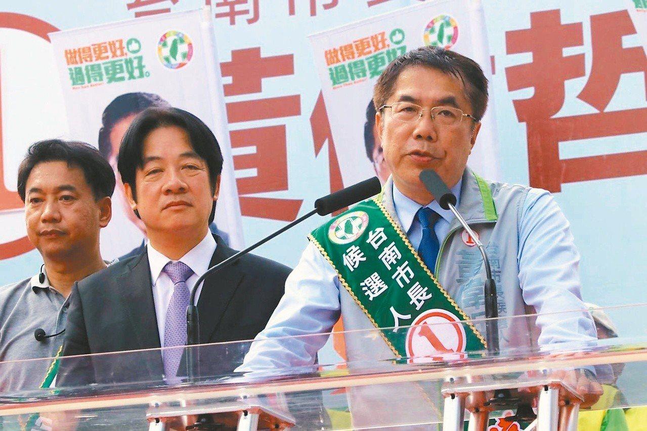 台南市長當選人黃偉哲(右)上任後將趕在明年五月房屋稅開徵前凍漲房屋稅;至於此舉是...