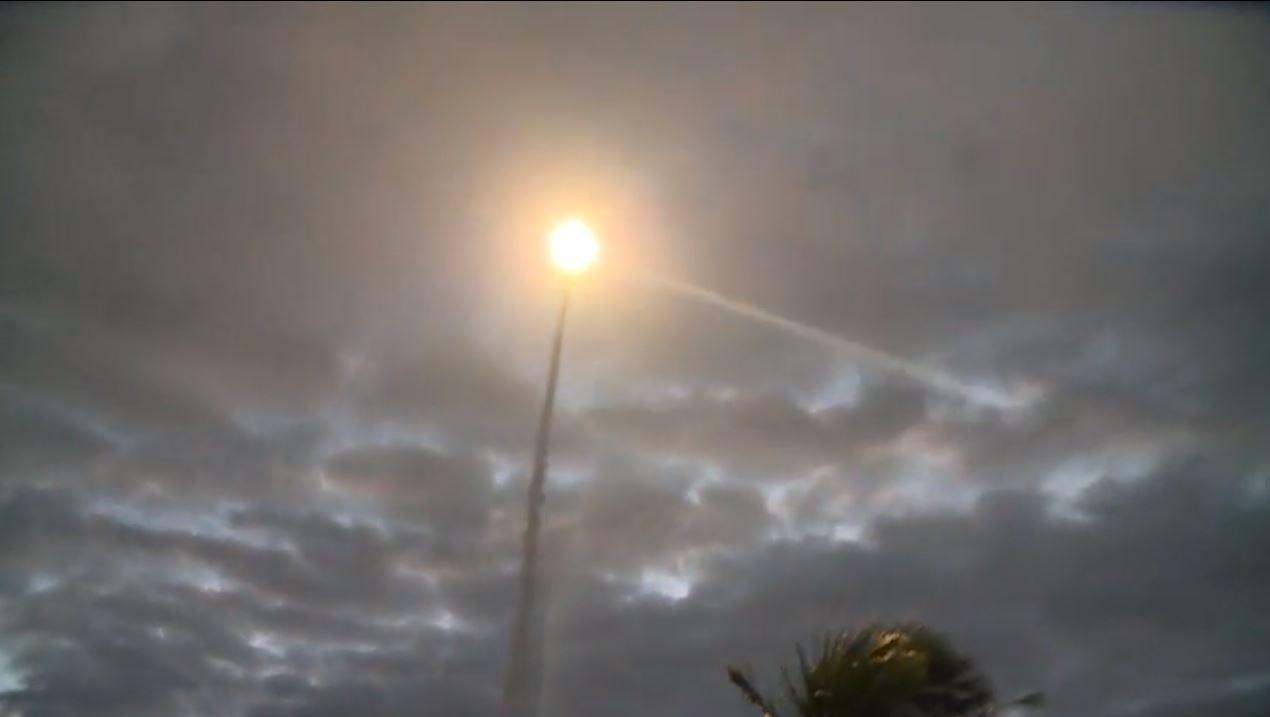 台東東海岸三仙台風景區附近今天清晨5點50分,一枚飛彈從地面發射出去,轟隆巨響劃...