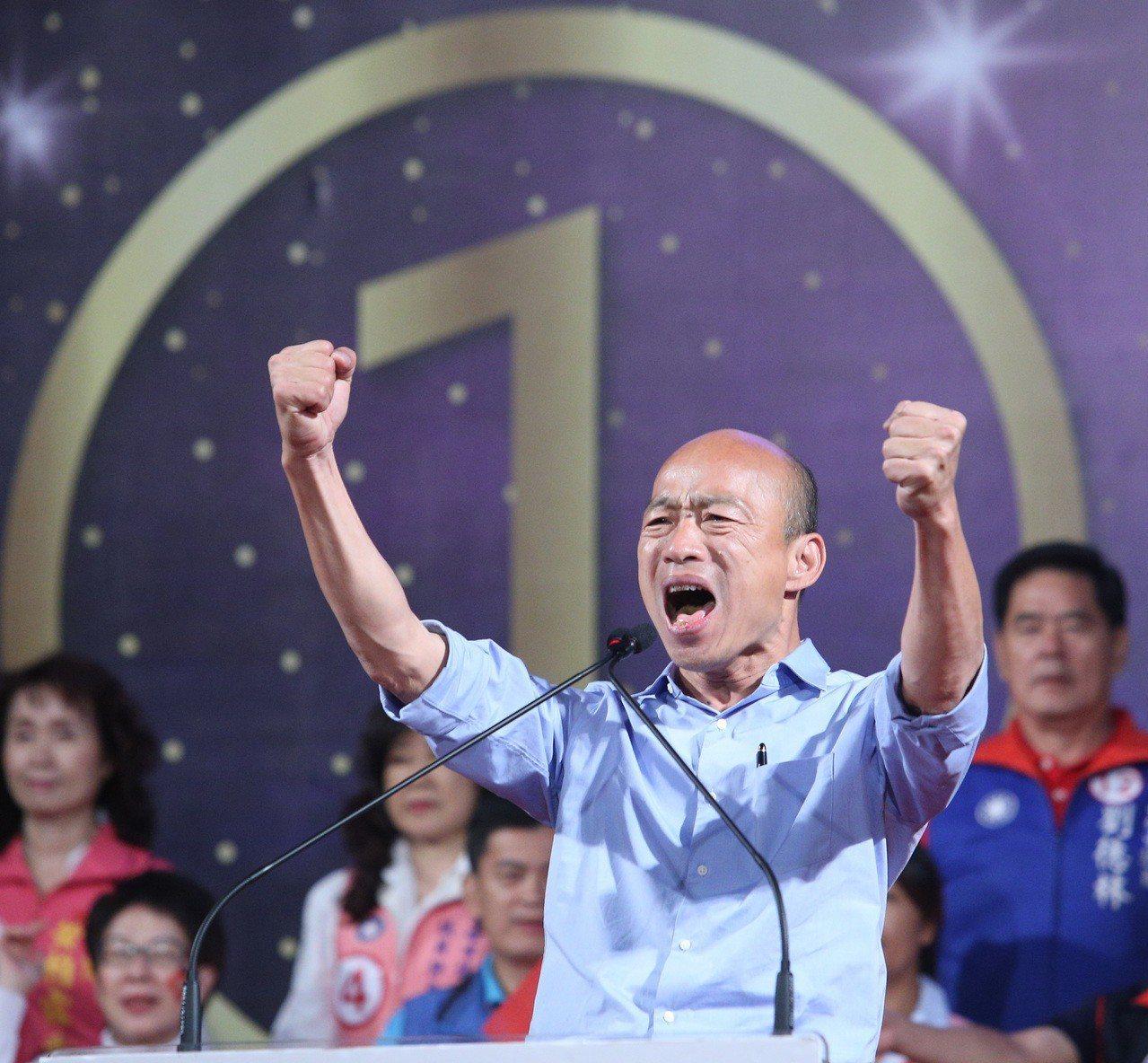 從基層拜票、出席造勢大會,乃至於發表勝選感言,新科高雄市長韓國瑜總是一件捲起袖子...