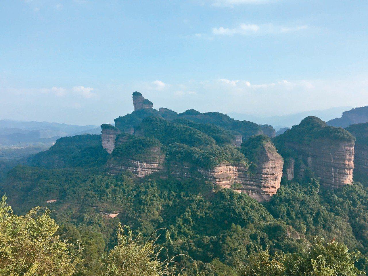 「中國紅石公園」丹霞山,景色奇麗。 記者汪莉絹/攝影