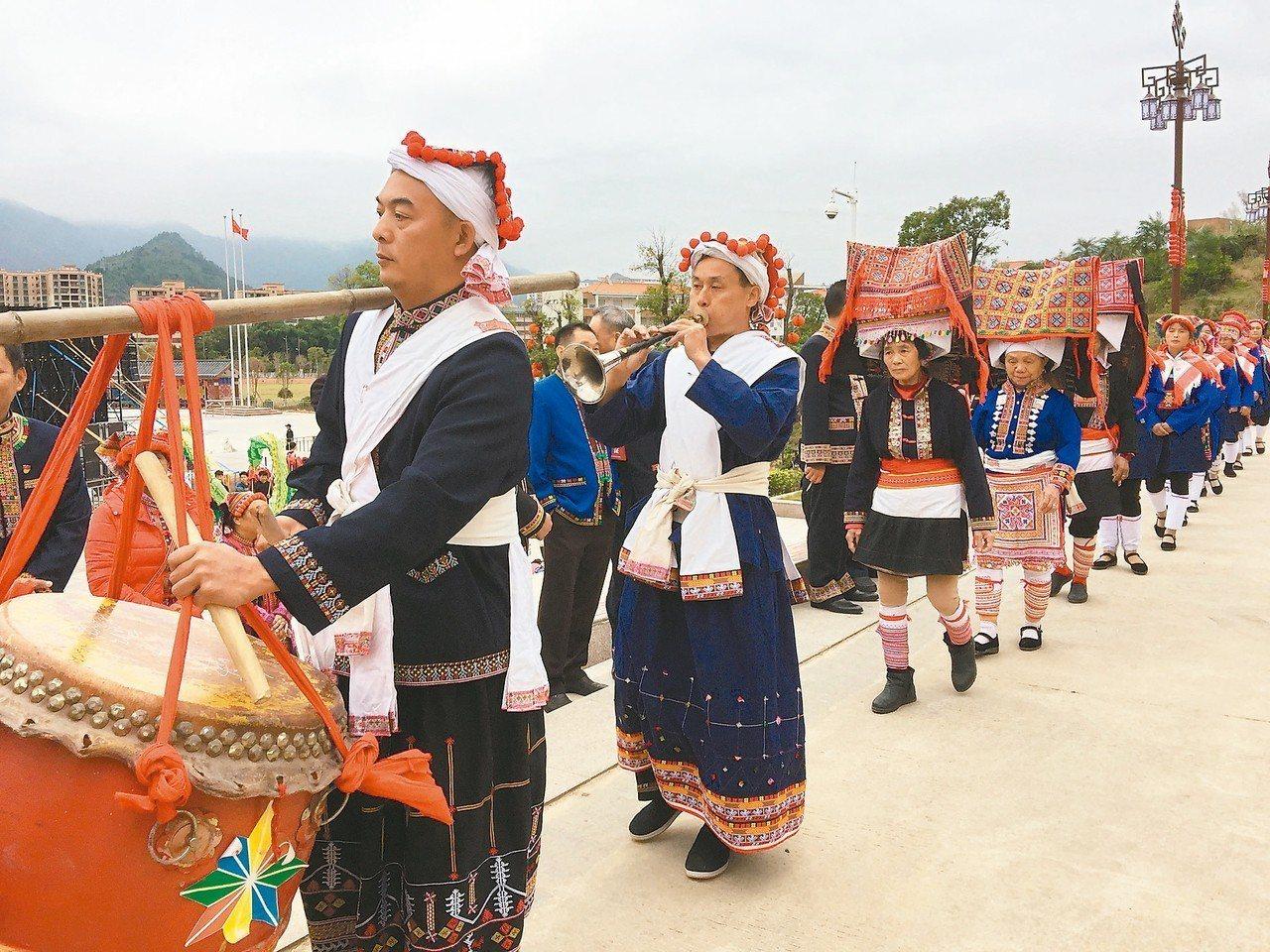瑤族人載歌載舞,隆重祭祀盤王。