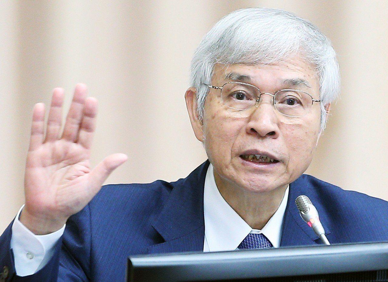 中央銀行總裁楊金龍表示,明年10元硬幣發行爆量,主因是市場上的娃娃機非常盛行。 ...