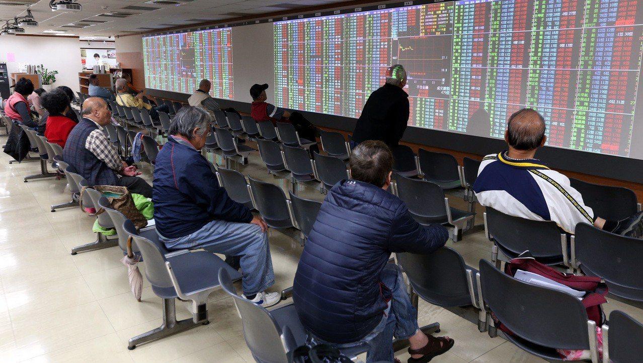 日盛投顧總經理李秀利表示,可能從12月就開始一波作帳與作夢行情。 聯合報系資料照...