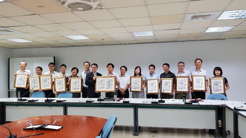 地政團隊榮獲ISMS系統認證。  地政局 提供