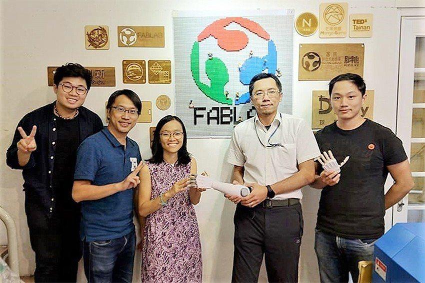 臺南數位文創園區-胖地技術經理鄭祺勳(左起)、主任賴俊傑、FabLab Saig...