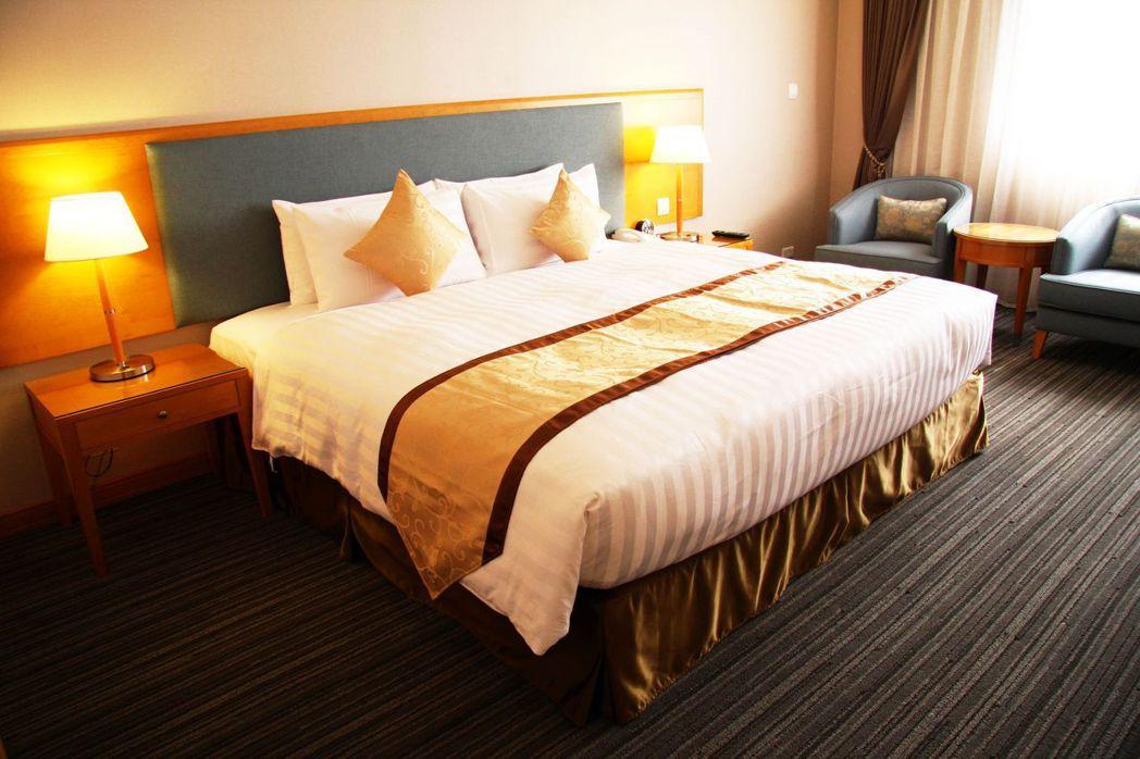 台南富信大飯店標準客房。  富信大飯店 提供