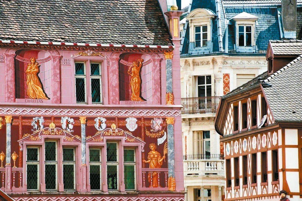 法國米魯斯因產出各種耶誕掛布,被稱為色彩最豐富的耶誕市集。 Booking.co...