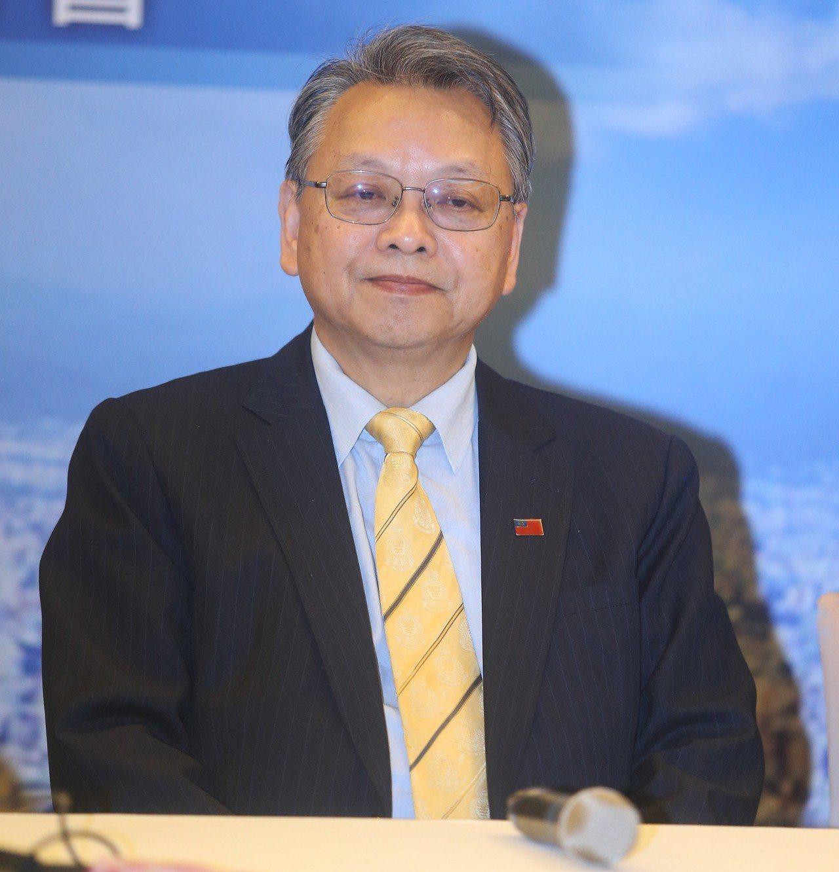 台中市長當選人盧秀燕今天上午公布副市長名單,由外交部前政務次長令狐榮達擔任。記者...