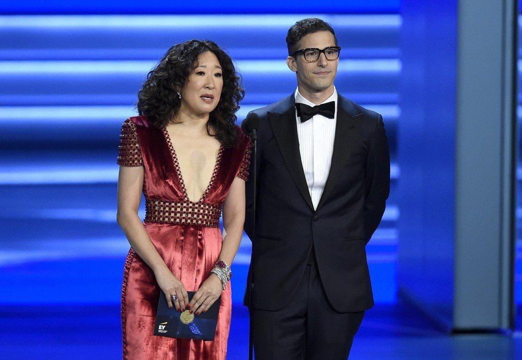 第76屆金球獎主持人,由亞裔女演員吳珊卓(Sandra Oh)和喜劇男演員安迪山