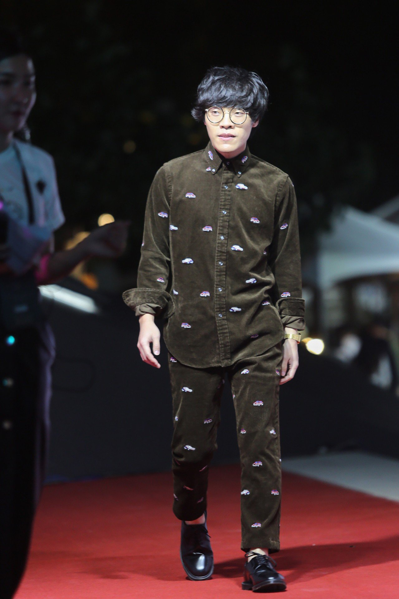藝人盧廣仲6日在台灣戲曲中心,出席2018台北時裝週SS19開幕式。 中央社