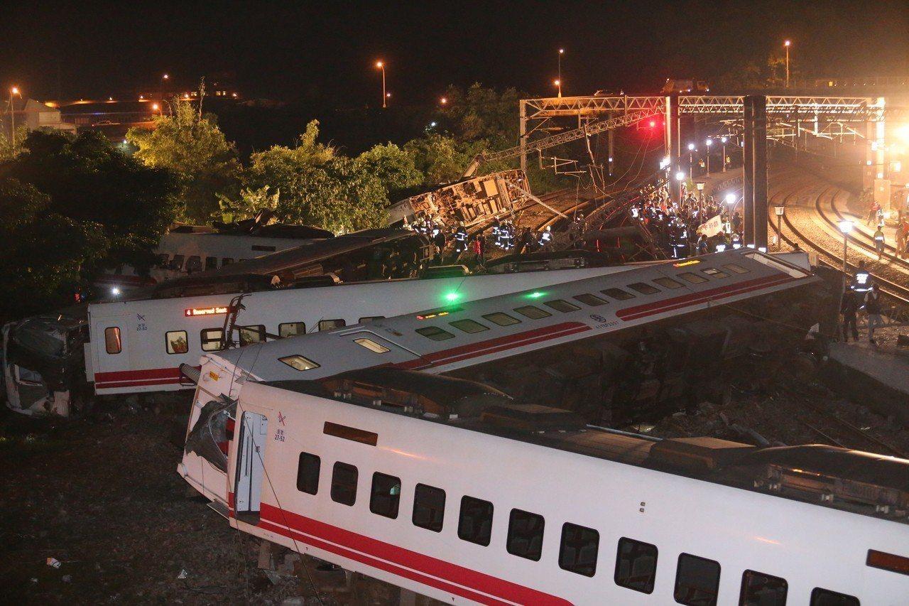 台鐵6432次普悠瑪10月21日出軌翻覆。聯合報系資料照/記者許正宏攝影