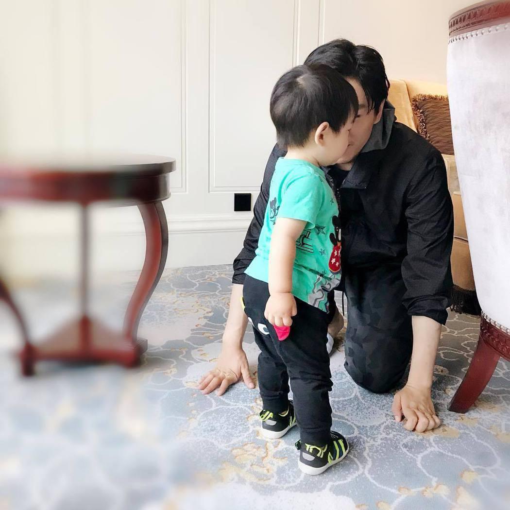 陳妍希日前也曾曝光陳曉與兒子合體照。圖/擷自instagram。