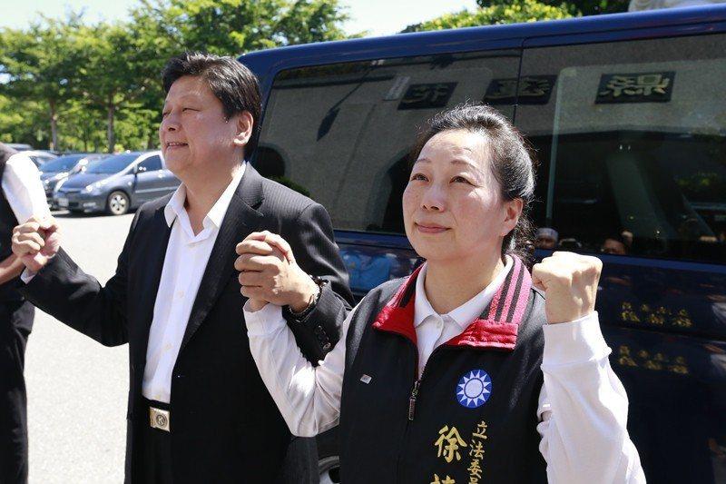 準花蓮縣長徐榛蔚(右),為前縣長傅崐(左)之妻。 圖/聯合報系資料照