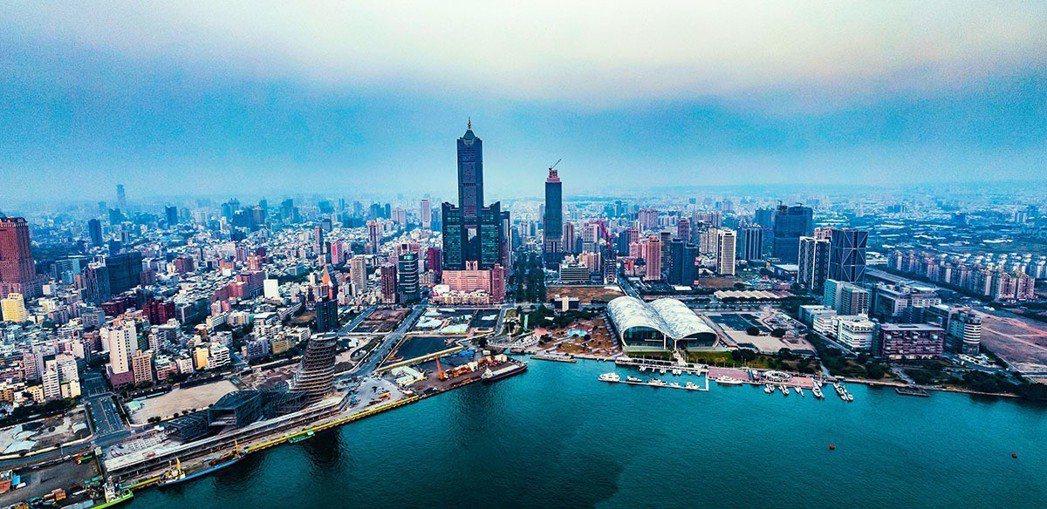 亞洲新灣區是高雄開發重點區域,近年大型公共建設陸續完工。