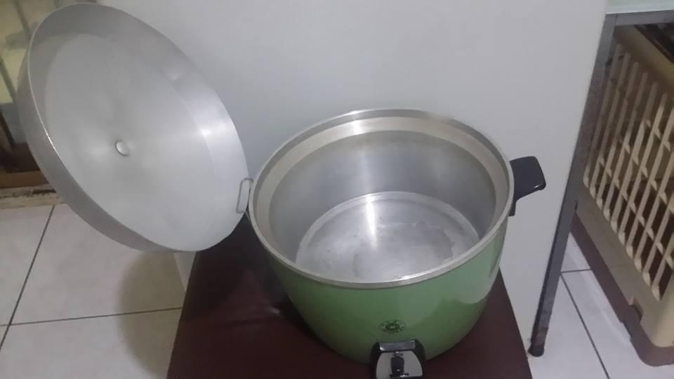 大同電鍋的鐵鉤是拿來放鍋蓋的,很多人煮飯多年竟然都不知道這用途。 圖片來源/●【...