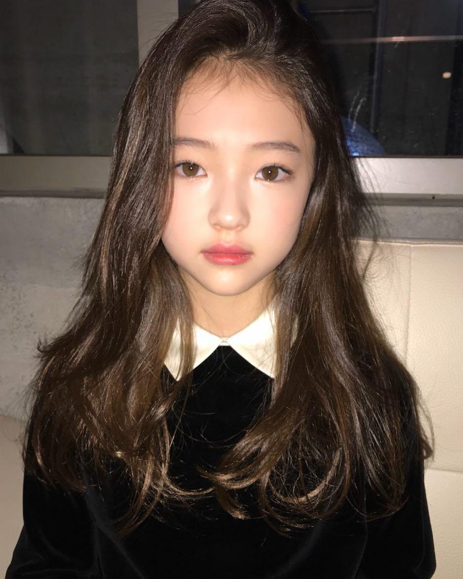 德韩混血童模Ella Gross 私服穿搭太有型让「妈妈们