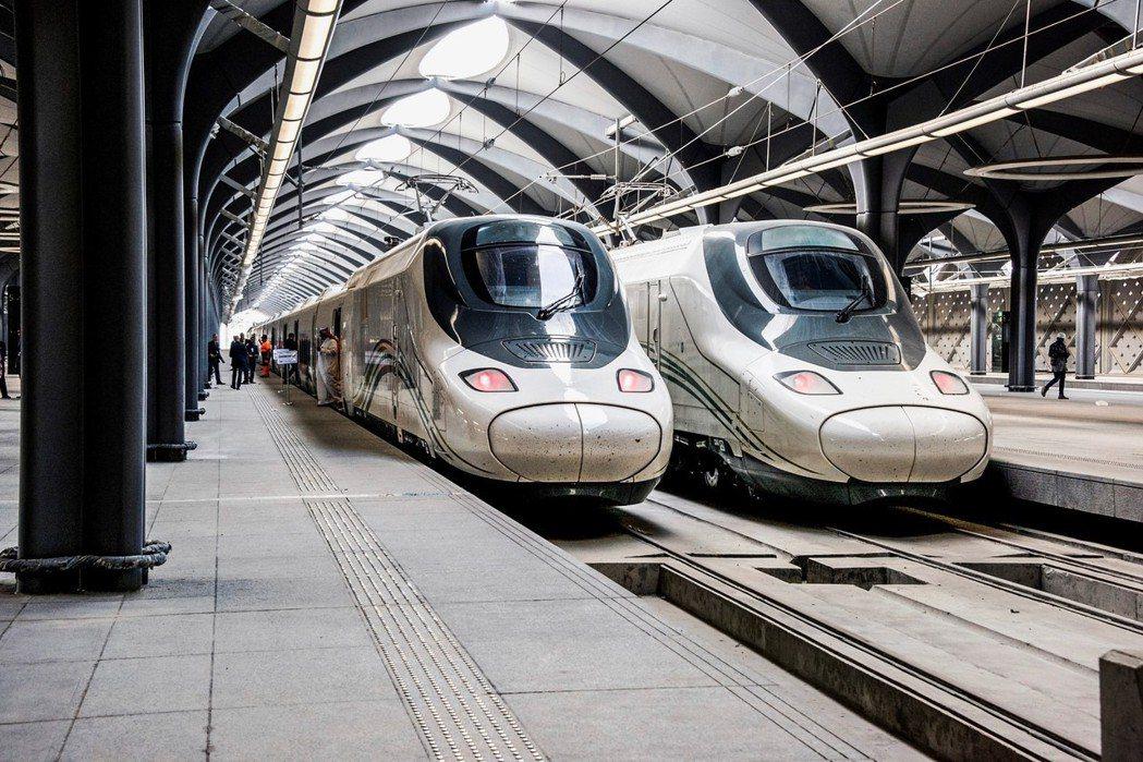 由於西班牙國鐵也沒有沙漠行車的經驗,面對沙漠高速行車的巨大變數,西國方面也提出了...