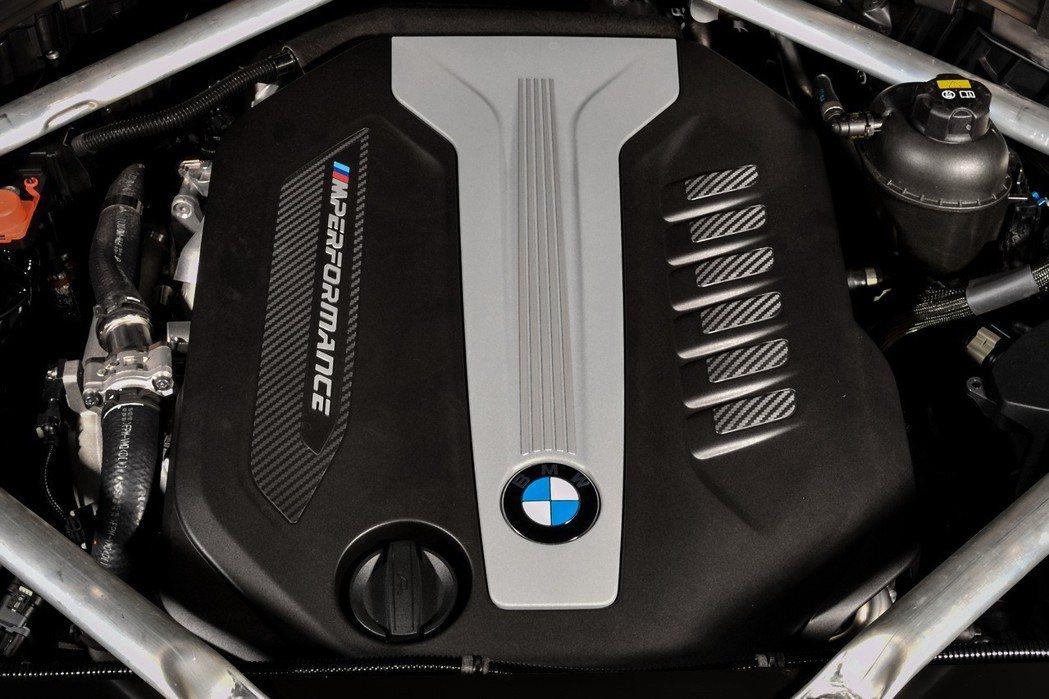 全新世代BMW X5 M50d搭載採用四渦輪配置的M Performance TwinPower Turbo 3.0升直列六缸柴油引擎。 圖/汎德提供