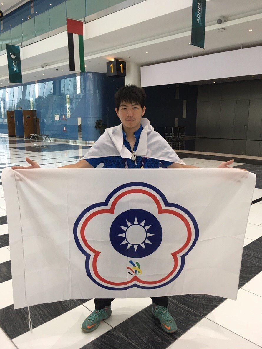 東南科技大學機械工程系任弘育,代表國家參加第一屆亞洲技能競賽汽車喷漆類競賽,奪得...