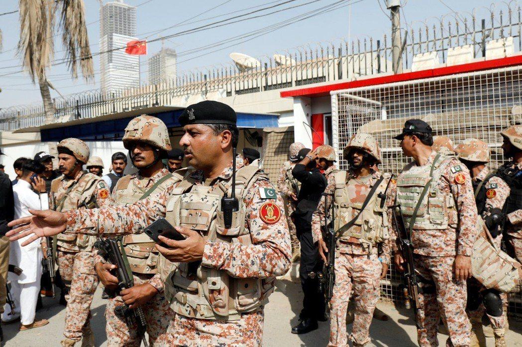 喀拉蚩(Karachi)的中國領事館上個月發生了恐怖攻擊,有巴基斯坦官員指稱,是...