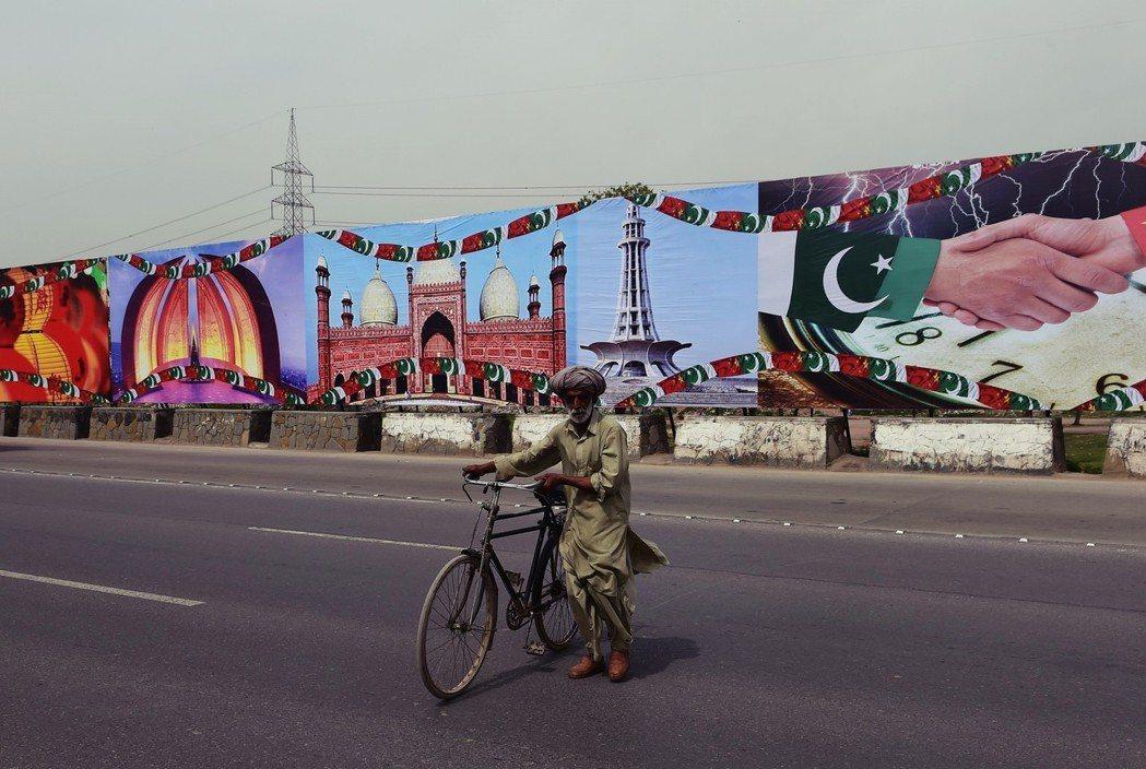 即使完成CPEC的路網建設,可能連死城都見不到。大規模的外債即將於明年到期,巴基...