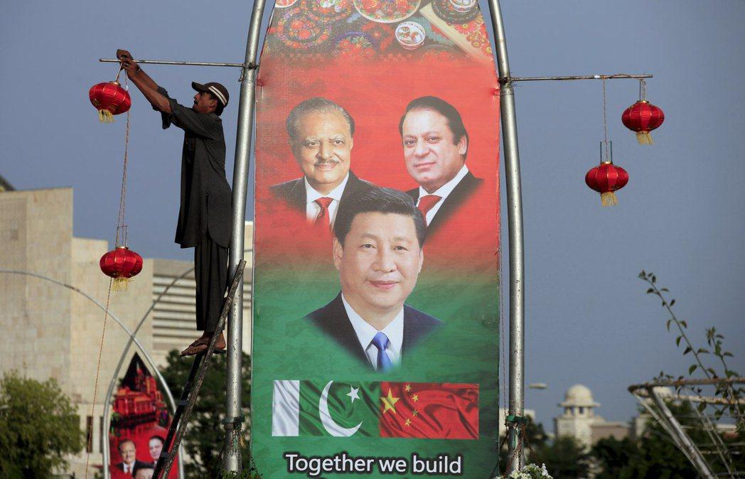 就政治而言,接受中國金援無可厚非,畢竟大多數巴國人民視中國為友;就經濟而言,向大...