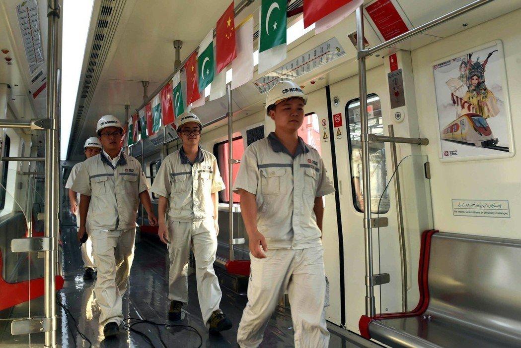 巴國鐵路部長宣布將減少CPEC鐵路貸款金額,從82億美元降到62億,甚至希望到4...