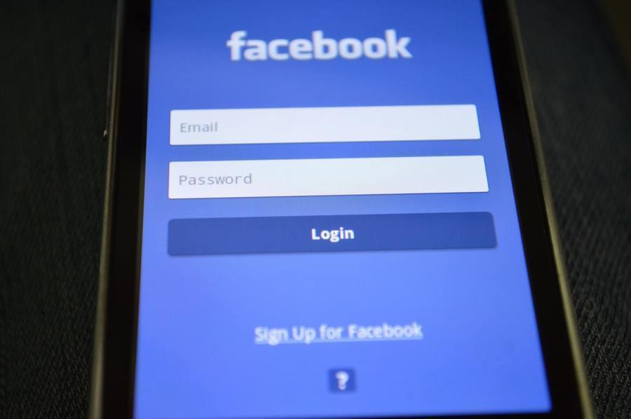 英國國會公布的臉書高層通訊紀錄顯示,臉書以使用者個資為籌碼吸引業者。(photo...