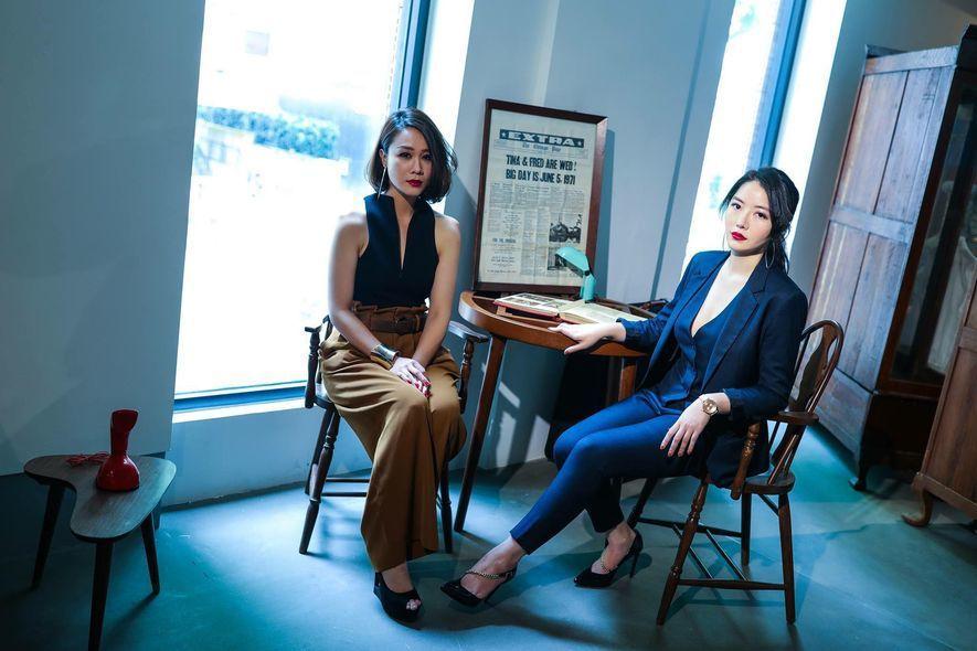 (圖)艾兒莎(右)創立娘孃面膜品牌,找來閨蜜章潔(左)為全系列面膜拍攝包裝視覺,...