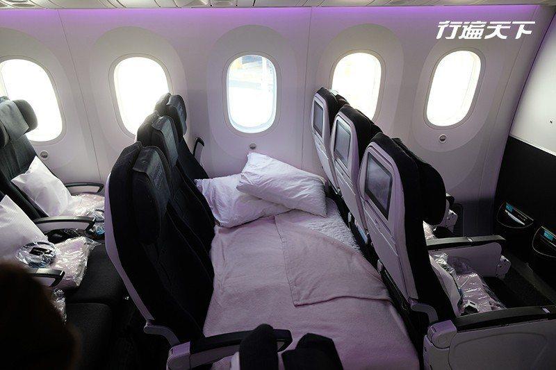 讓人驚豔的空中沙發臥艙是紐西蘭航空首創,之後其他航空也陸續推出。  攝影|行遍天...