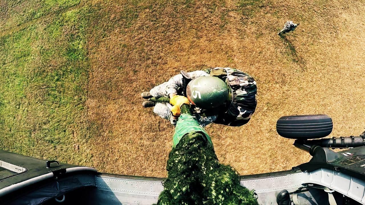 陸軍引進UH-60M黑鷹直升機後,在平時的戰演訓,甚至在公開的國防展演中,也都可...