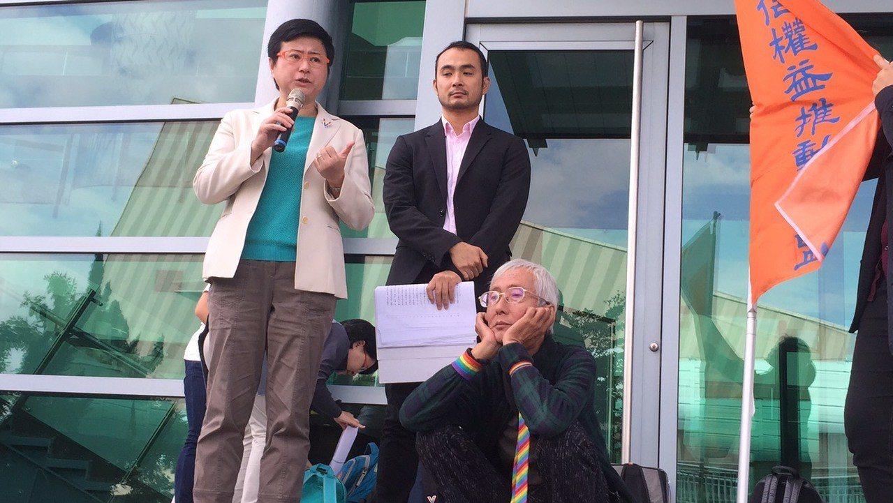 台灣伴侶權益推動聯盟代理祁家威等人提告請求撤銷中選會關於幸福盟公投案的審議結論。...