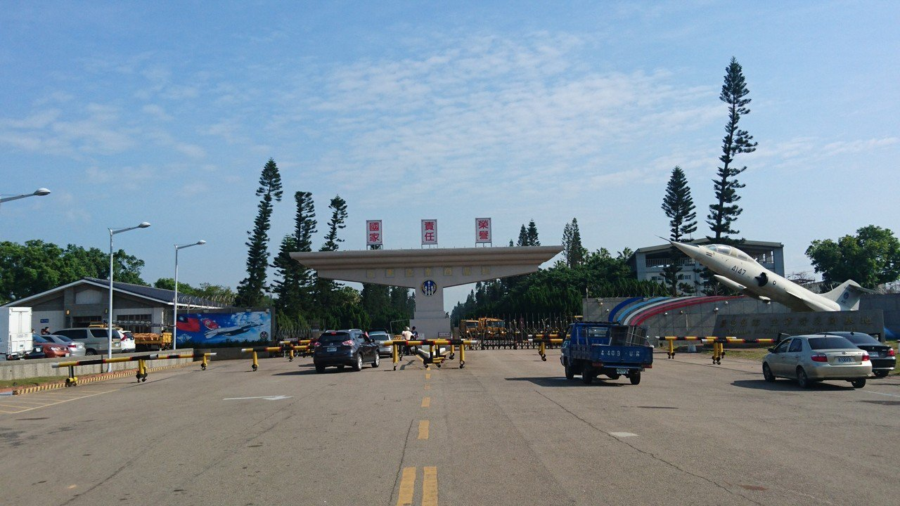 清泉崗空軍基地超過70年,基地內植栽不少龍柏,是藝品業者的眼中的珍品。記者黑中亮...