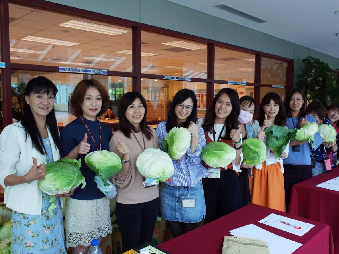 旺宏電子員工社團採購高麗菜當活動贈品,600顆高麗菜不到半小時送完。旺宏電子/提...