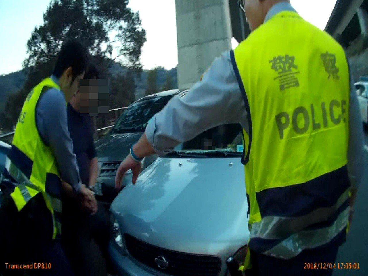 警方當場將吳男逮捕。記者李承穎/翻攝