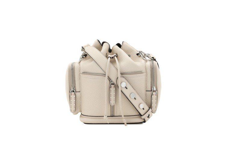 FENDI Mon Trésor Selleria裸米色包款,售價98,000元...