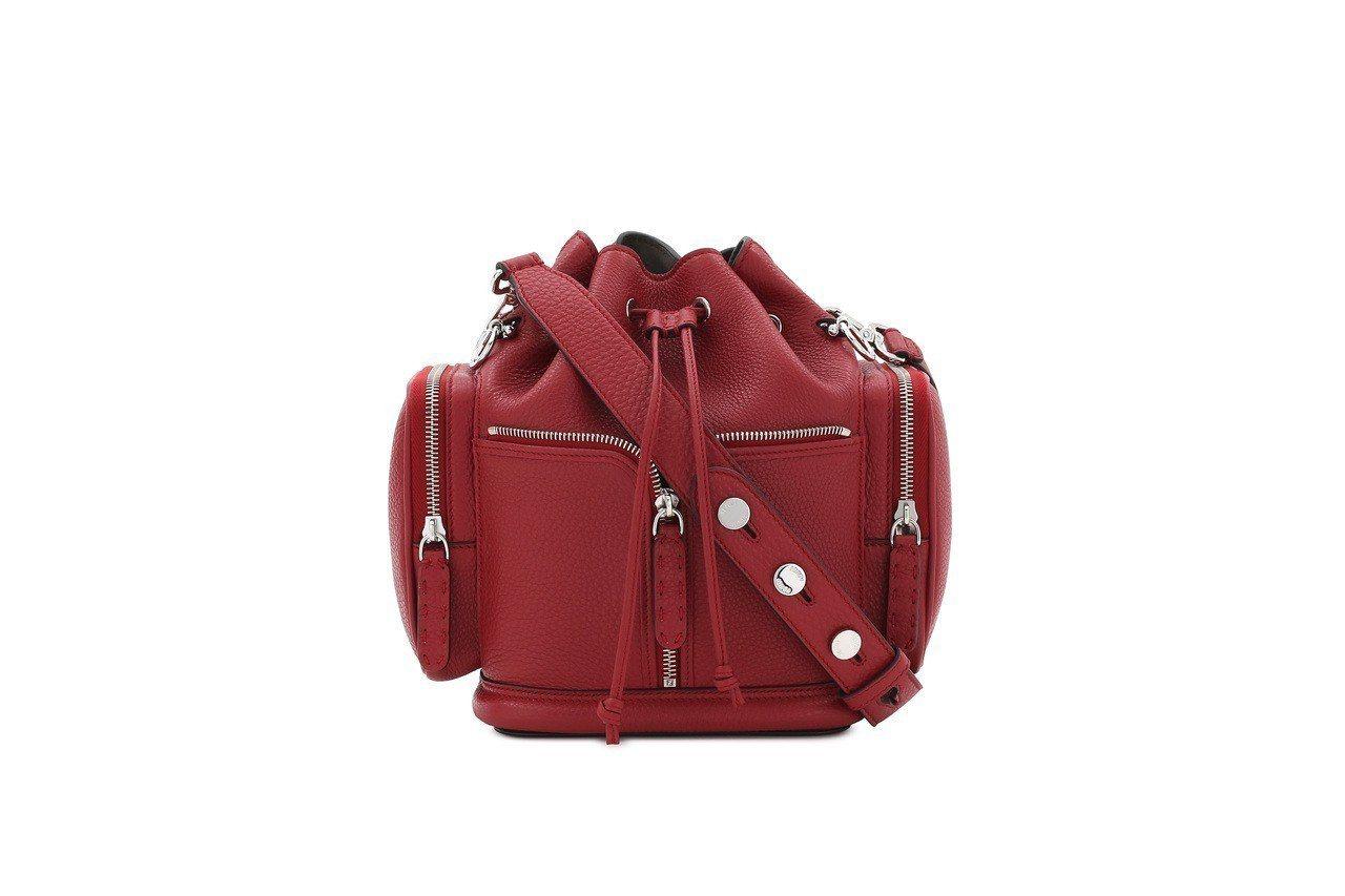 FENDI Mon Trésor Selleria紅色包款,售價98,000元。...