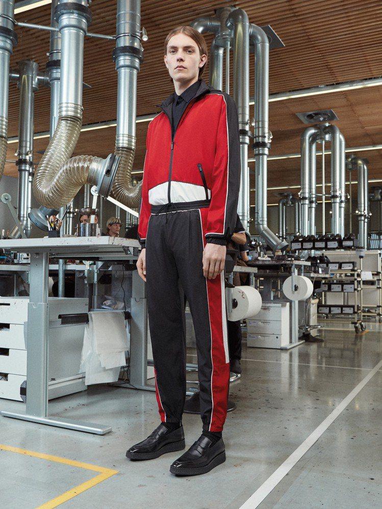運動裝的融入是設計師Kris Van Assche的最愛,也是未來Berluti...