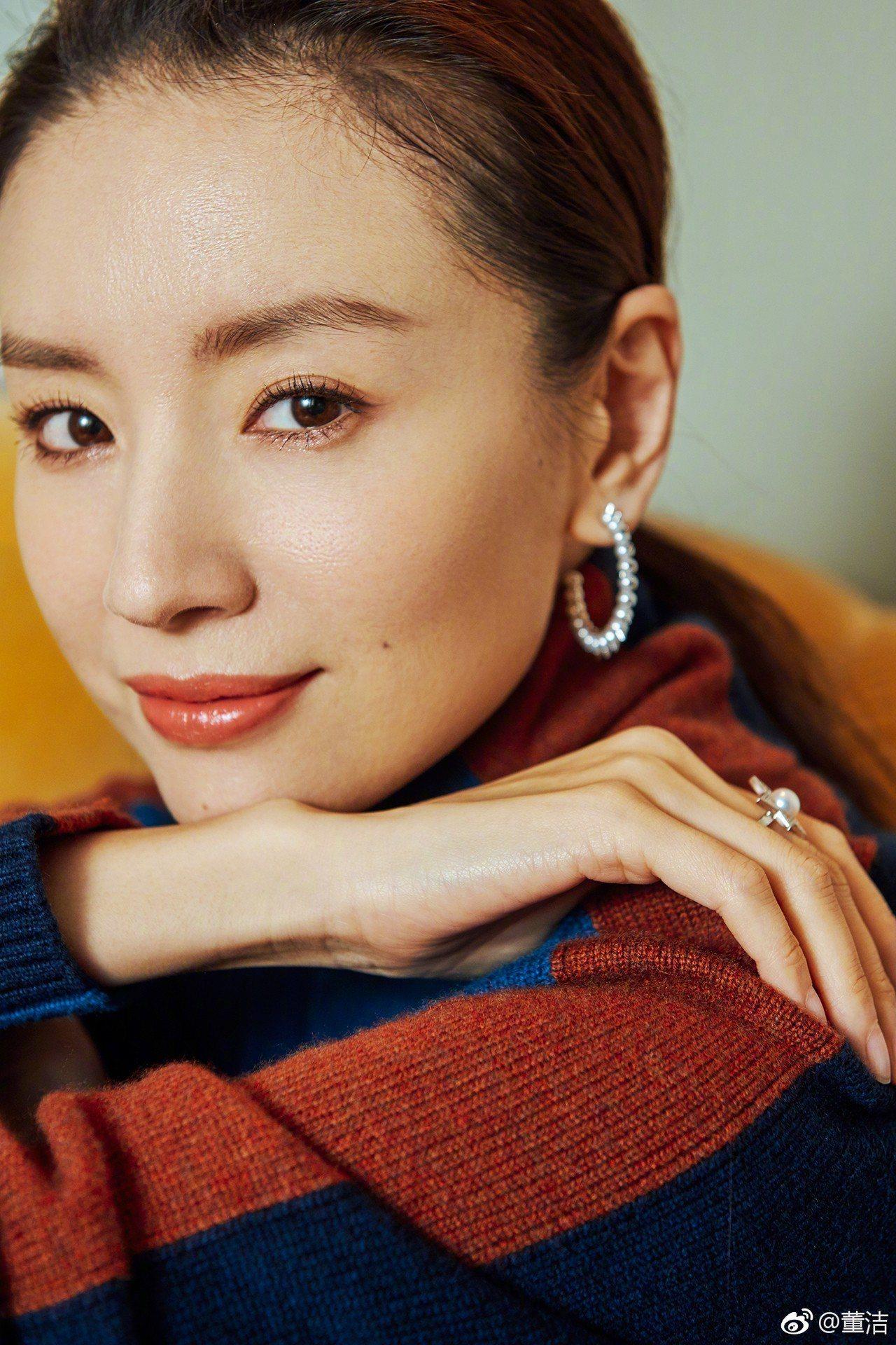 董潔配戴TASAKI 鑽石珍珠珠寶。圖/摘自微博