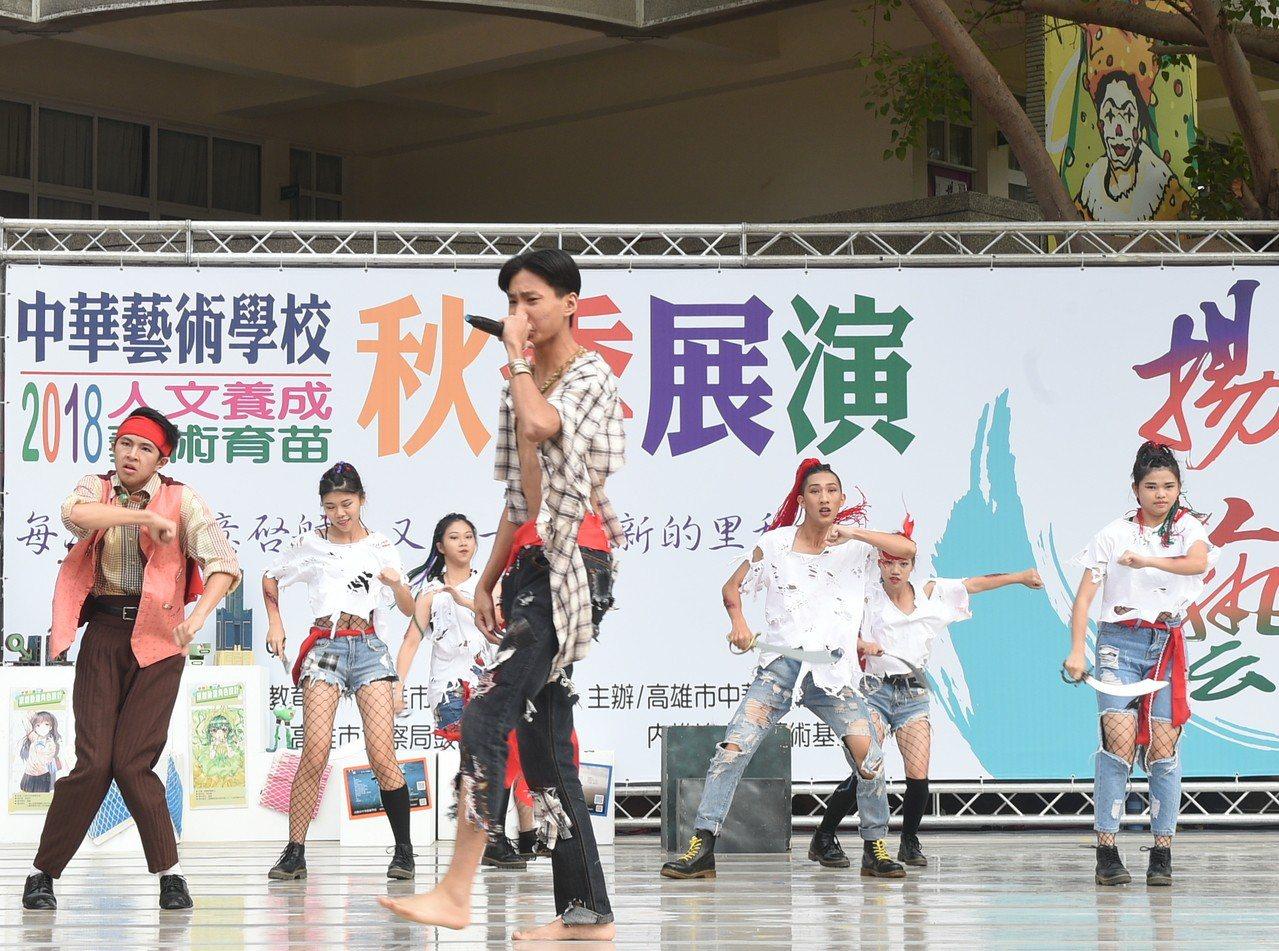 中華藝校年度秋季展演,提供藝文社團及個人展演創作舞台。記者徐如宜/攝影