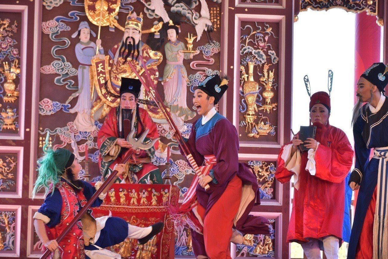 蘭陽戲劇團在傳藝宜蘭園區駐園演出,年度大戲《打城隍》在12月31日前,每天下午1...