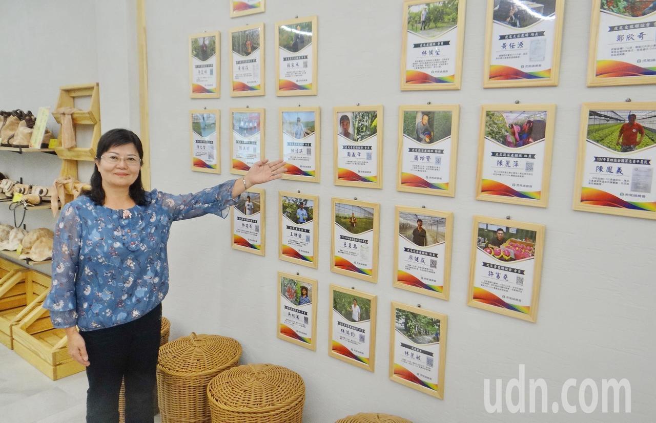 虎尾農會開設中台灣第一家農民直銷站,供貨的有機小農履歷全在站內的牆上看得見。記者...
